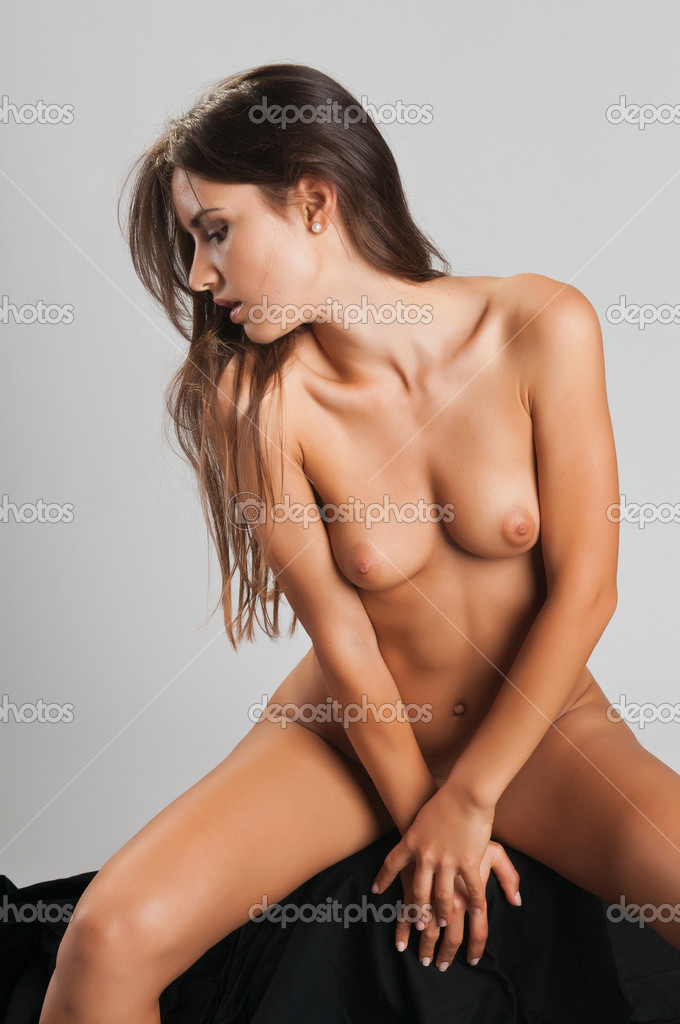 Pretty slender Romanian brunette posing nude — Stock Photo #6840642