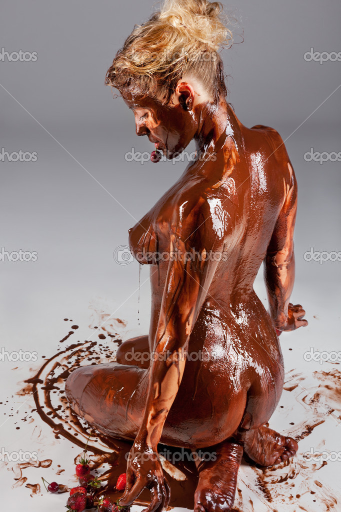 Порно с горячим шоколадом, теща мастурбирует попу